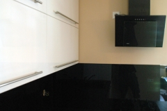 Meble kuchenne na wymiar w połysku. Akryl i lakier