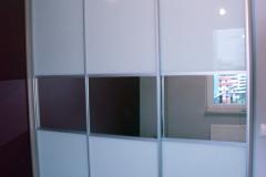 Szafa wnękowa z drzwiami przesuwnymi na wymiar